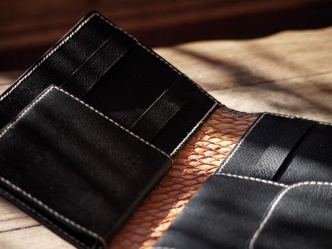Portefeuille, porte-chéquier en cuir de Zébu, Maroquinerie Izaho Madagascar.jpg 6