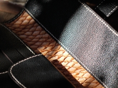 Portefeuille, porte-chéquier en cuir de Zébu, Maroquinerie Izaho Madagascar.jpg 7