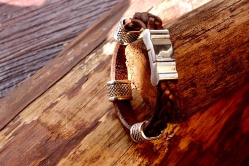 Bracelet en cuir de zébu - Atelier IZAHO - Madagascar 15