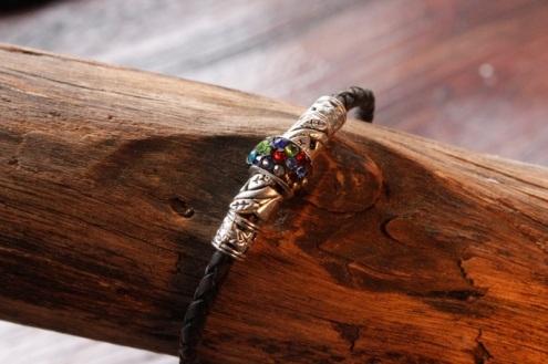 Bracelet en cuir de zébu - Atelier IZAHO - Madagascar 3