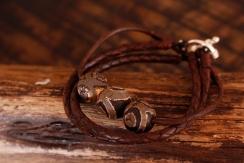 Bracelet en cuir de zébu - Atelier IZAHO - Madagascar 30