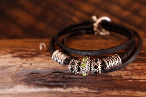 Bracelet en cuir de zébu - Atelier IZAHO - Madagascar 31