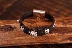 Bracelet en cuir de zébu - Atelier IZAHO - Madagascar 32