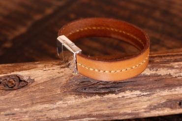 Bracelet en cuir de zébu - Atelier IZAHO - Madagascar 35