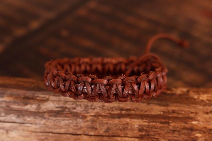Bracelet en cuir de zébu - Atelier IZAHO - Madagascar 37