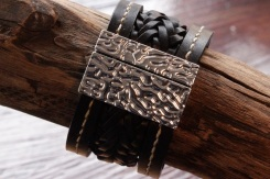 Bracelet en cuir de zébu - Atelier IZAHO - Madagascar 8