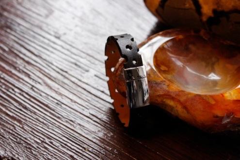 Bracelet IZAHO en cuir de Zébu - Madagascar - artisanat de Madagascar 2