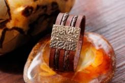 Bracelet IZAHO en cuir de Zébu - Madagascar - artisanat de Madagascar 3