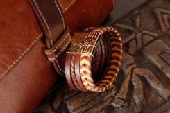 Bracelet IZAHO en cuir de Zébu - Madagascar - artisanat de Madagascar 7
