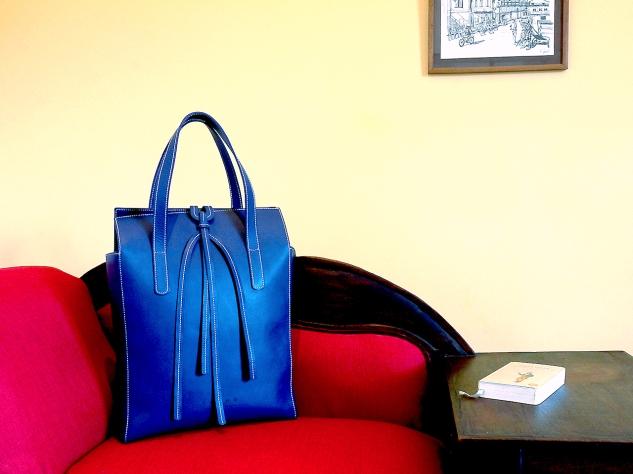 sac-sur-mesure-en-cuir-bleu-de-mme-barreau-izaho-maroquinerie-madagascar-2