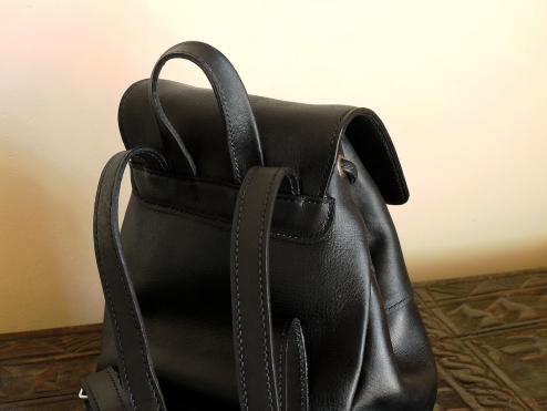 Le p'tit sac à dos en cuir de Vanessa - Izaho Madagascar
