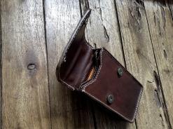 Petite sacoche de ceinture en cuir - Maroquinerie Izaho - Madagascar 3