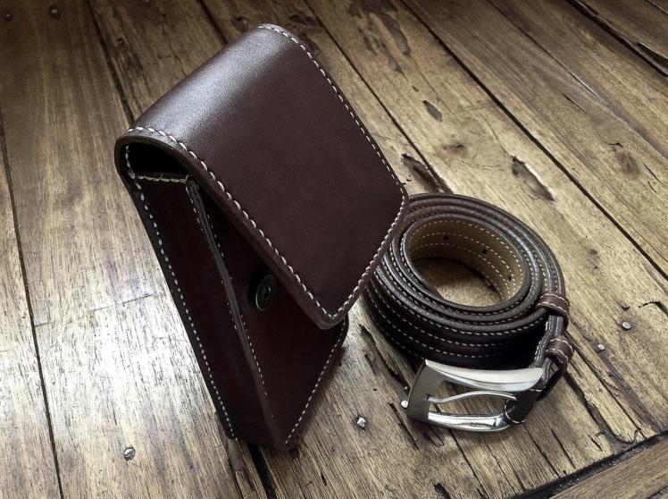 Petite sacoche de ceinture en cuir - Maroquinerie Izaho - Madagascar 6