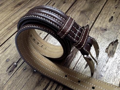 Petite sacoche de ceinture en cuir - Maroquinerie Izaho - Madagascar 8
