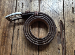 Petite sacoche de ceinture en cuir - Maroquinerie Izaho - Madagascar
