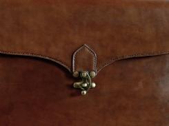 Serviette en cuir, Artisanat madagascar Atelier de maroquinerie IZAHO
