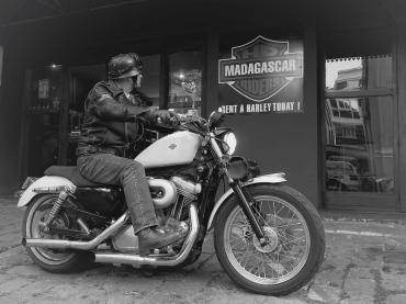 Selle de moto en cuir - Atelier de maroquinerie IZAHO, Madagascar 13
